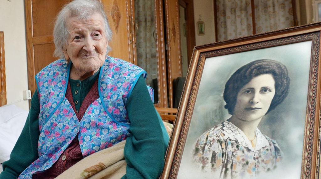 Emma skilde sig från sin våldsamme man 1938. Därefter har hon levt själv.