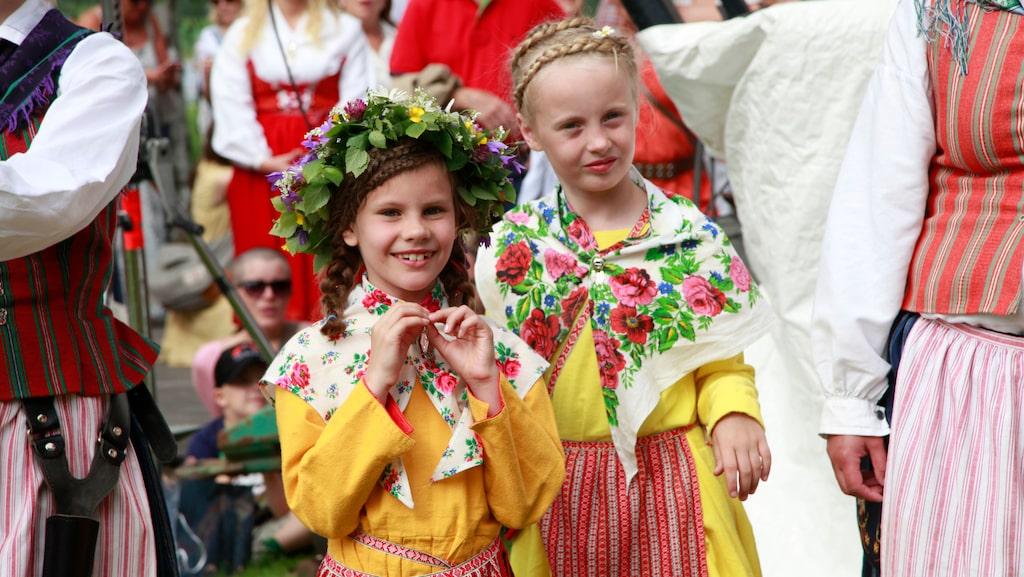 Midsommarfirande i Torsång i Dalarna.