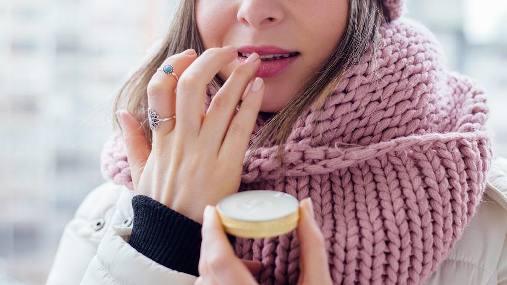 Balsam, cerat eller serum? Det finns många vårdande läpprodukter där ute.