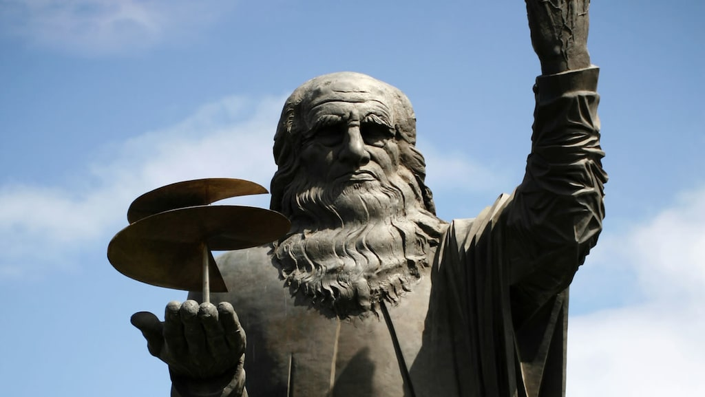 Efter 46 år upptäcktes det hemliga facket i den här Leonardo Da Vinci-statyn.