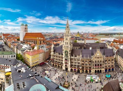 Marienplatz i centrala München är alltid full av liv och rörelse.
