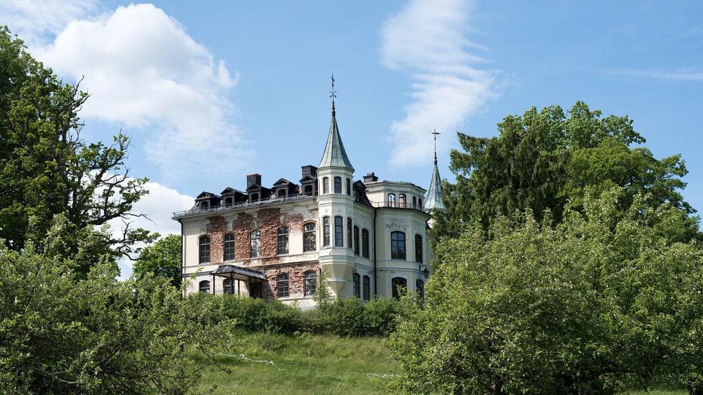 Så här såg Hägerstads slott ut när det låg ute till försäljning.
