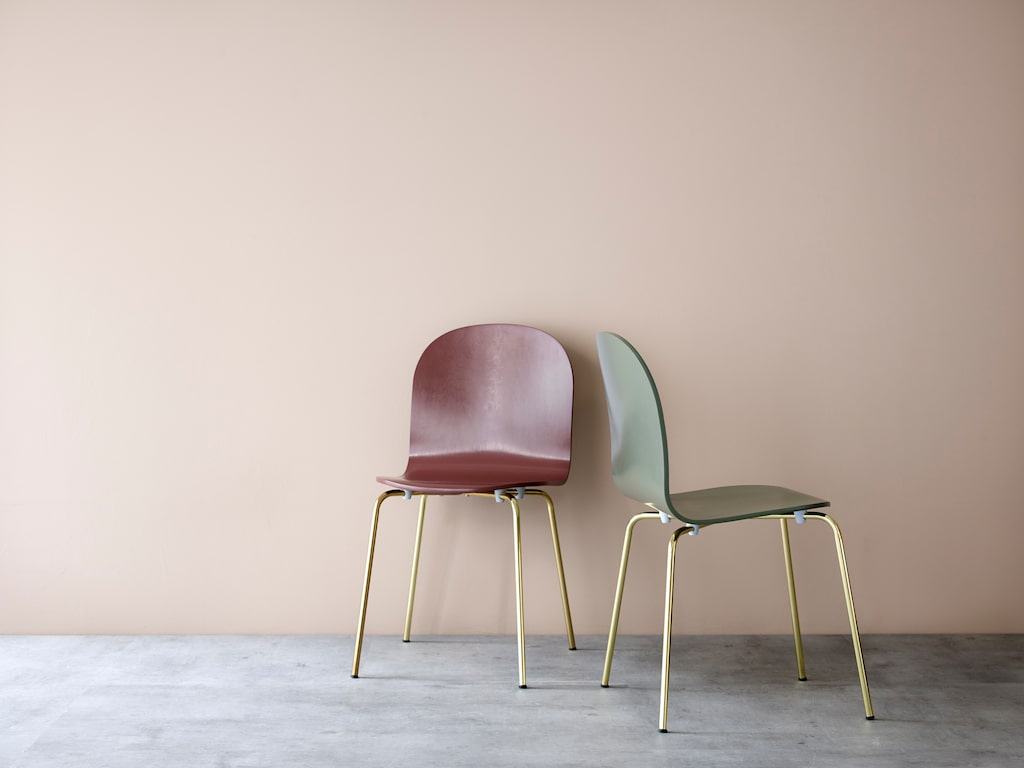 Stolen Lucky för 499 kronor kommer nu i tre nya färger, vinröd/mässing, rosa och grå.