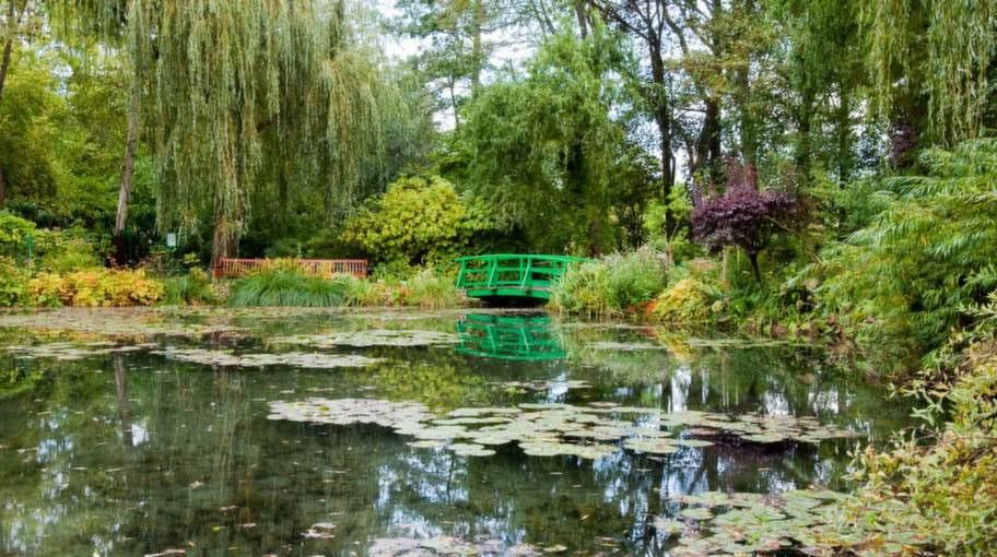 Konstnären Claude Monets trädgård har utsetts till världens vackraste. Här hittade han sina berömda motiv.