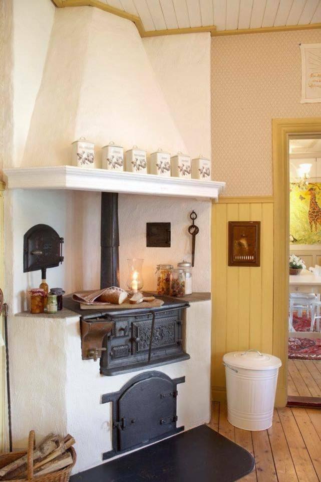Den fint murade spisen var också tvunget att tas ned och musar upp på nytt. Originalspis från börjav 1900-talet.