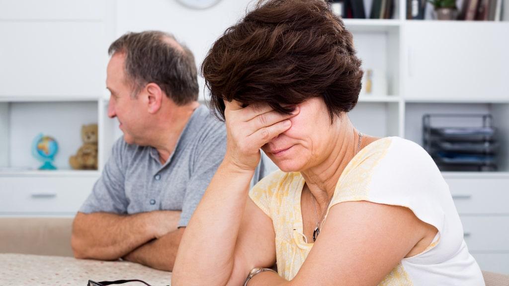 Hennes sambo är deprimerad och utbränd på grund av alla problem med sin son. Och det går ut över relationen.