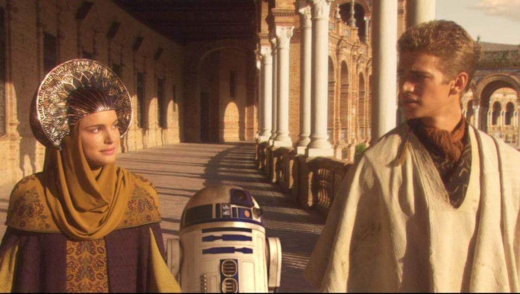 <p>Natalie Portman och Hayden Christensen i palatset i Sevilla.</p>