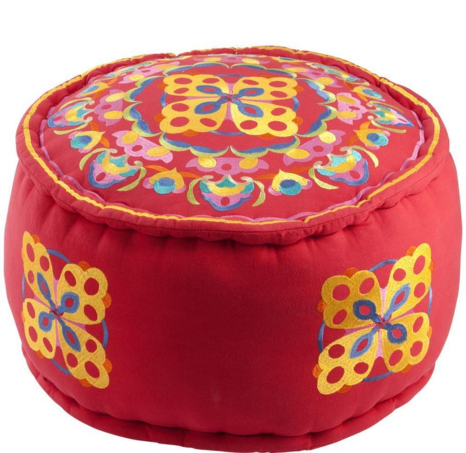 Tyget på sittpuffen India är broderat i olika färger, 799 kronor, Åhléns. Finns även i turkos.
