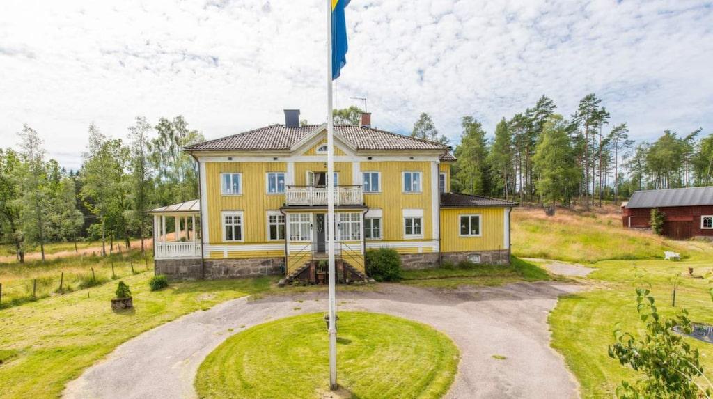 Hjärtared gård är till salu för 2 250 000 kronor. Insidan av huset har fått en totalrenovering.