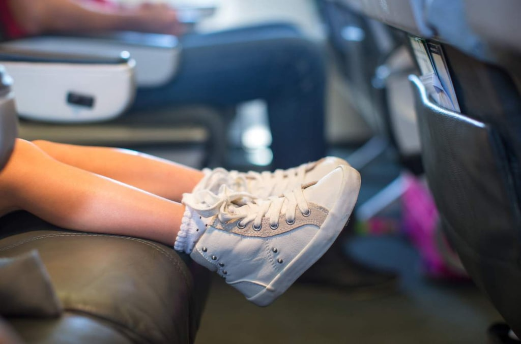 Vill du ha mer plats för benen? Undvik bylsiga kläder och stora väskor.