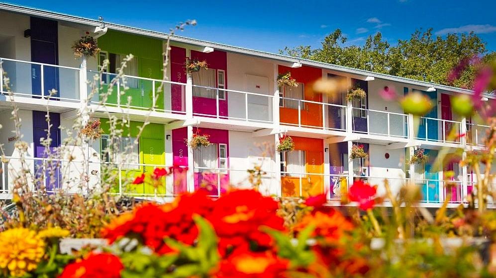 Den kanadensiska hotellkedjan Zed har två hotell, i Victoria och Kelowna.