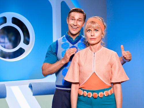 """Linus Wahlgren spelar robotpappan i """"Robssons"""". """"Han är typ den enda människa förutom mina barn som jag kramat under coronapandemin."""""""