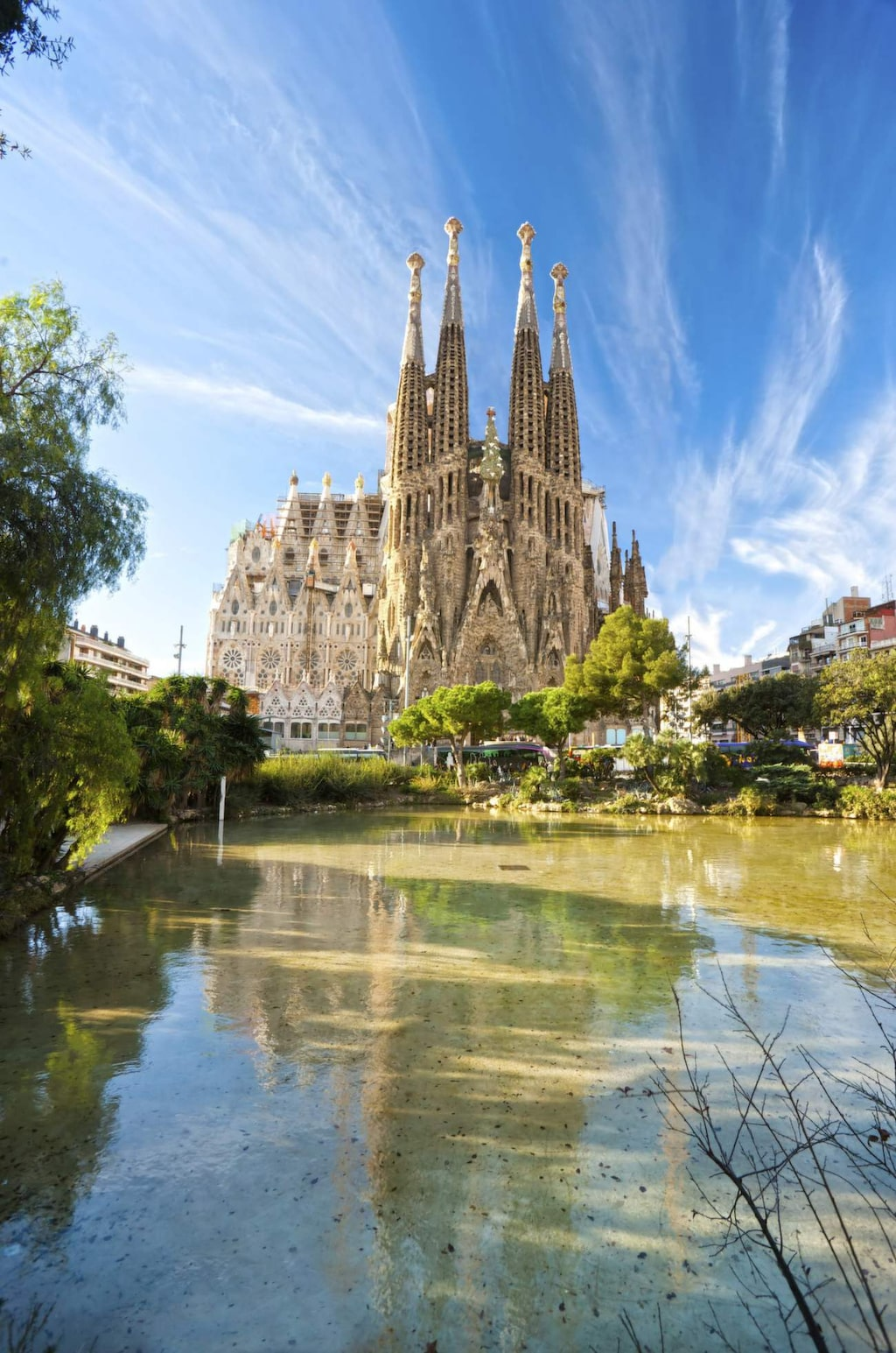 Antoni Gaudís fantastiska basilika Sagrada Familia i Barcelona.