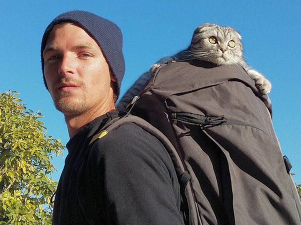 När killarna bestämde sig för att ta med sina husdjur på en vandring tränade de först djuren hemma.