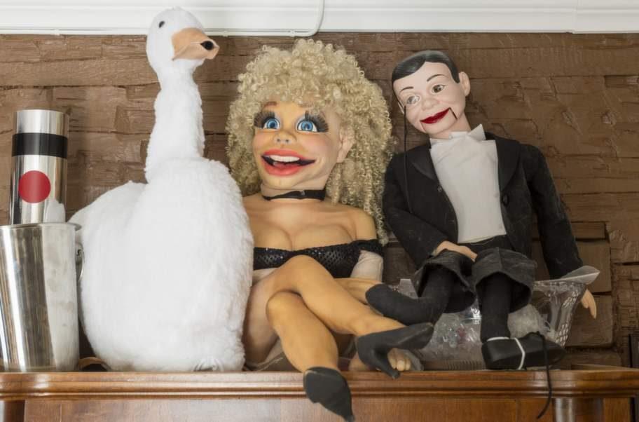 """<strong>DOCKORNA</strong>. Blondinen i mitten har medverkat i ett avsnitt av SVT-serien """"Playa del sol"""". Cred!"""