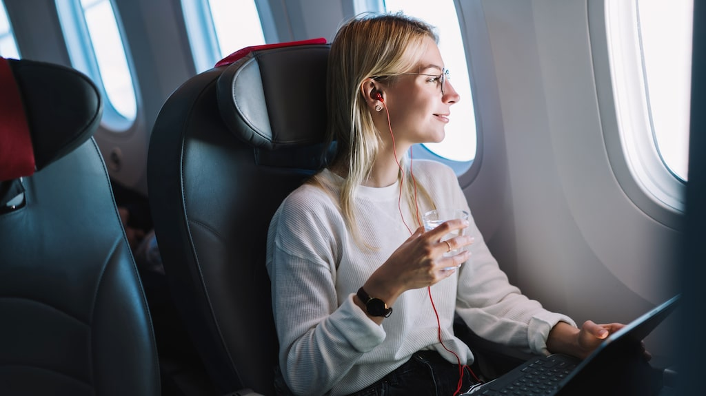 När folk börjar flyga igen måste planen flyga med tomma mellansäten, menar experterna.