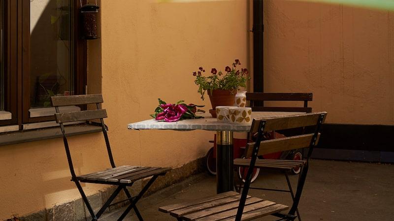 Karaktär och charm är ord som mäklaren väljer för att beskriva hemmet, vilket passar bra in.