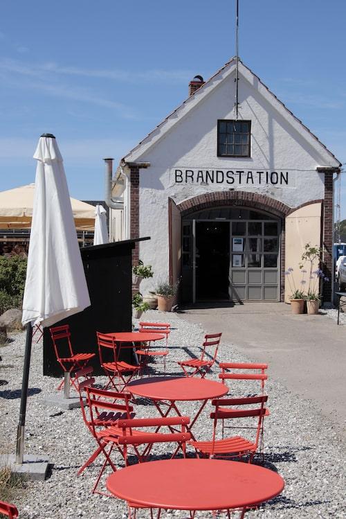 Den gamla brandstationen i Mölle hamn har blivit brödbutik och kafé.