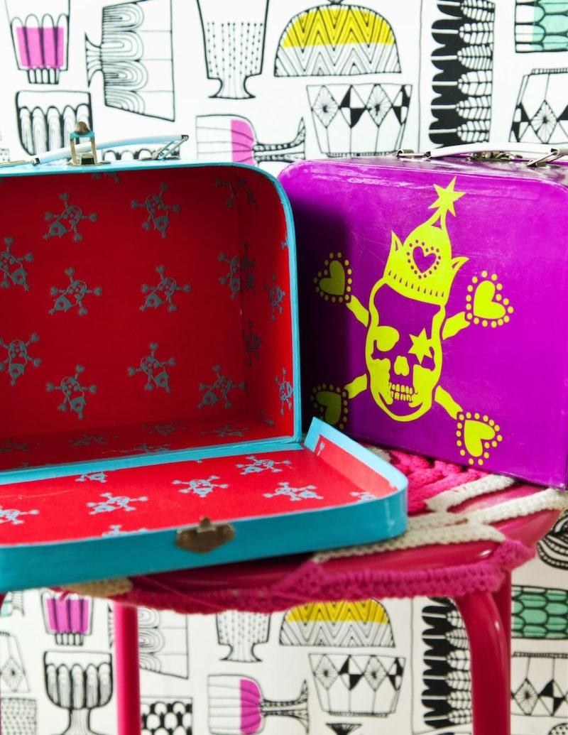 Egen design. De fina koffertarna för barn designade Sara när hon arbetade som designassistent på Indiska.