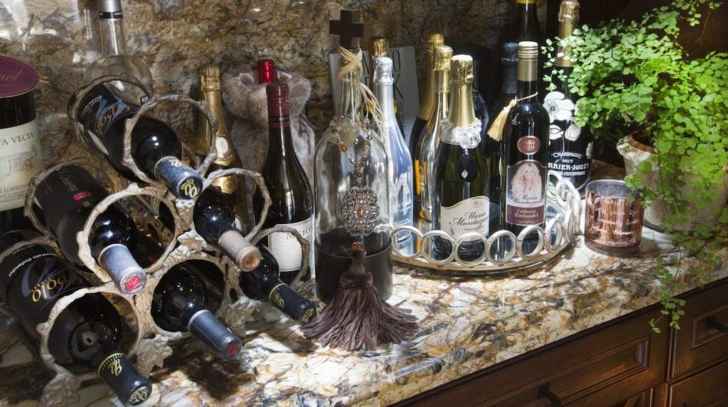 Maria är entreprenör vid sidan av rutan och har bland annat släppt ett eget vin.