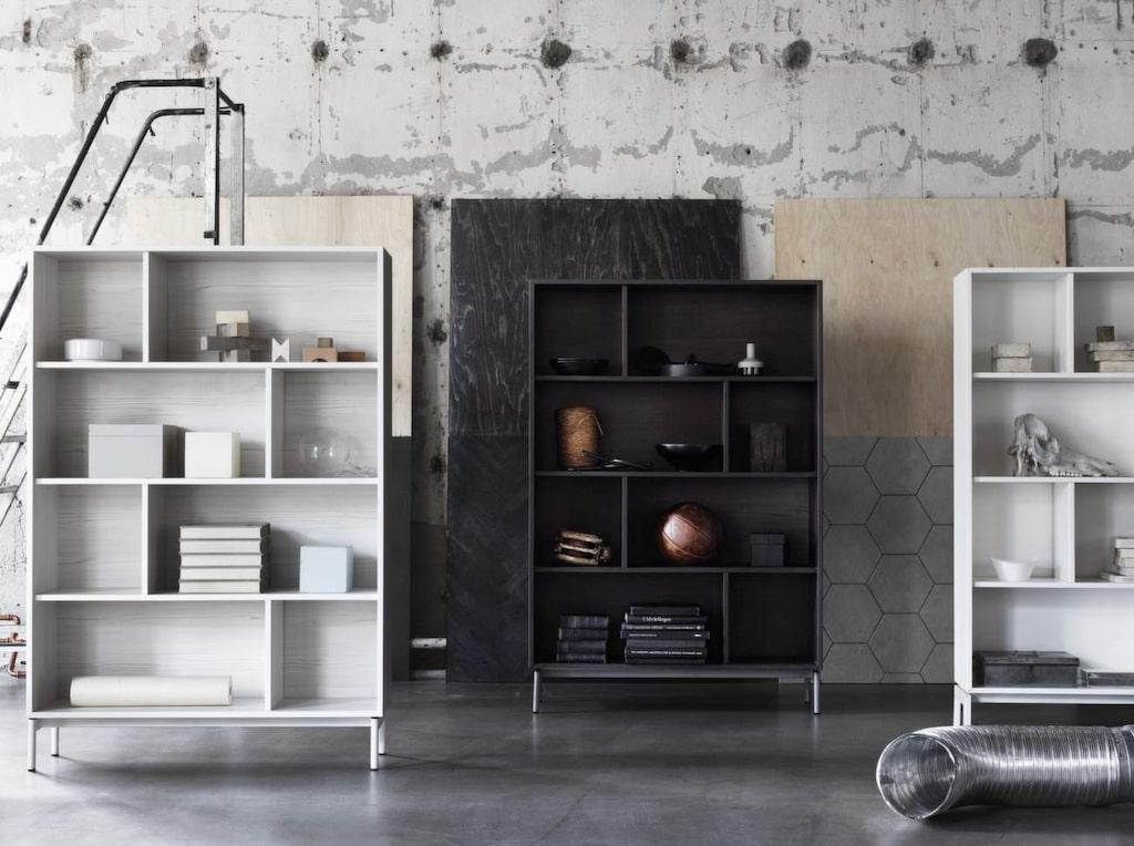 Smarta rumsavdelare? Delar du av rummet med hjälp av en bokhylla eller en skärm får du plötsligt två rum. Praktiskt för den som har sängen i sovrummet. Här är Ieas nya förvaringsserie Valje som består av bokhyllor och väggskåp som man själv kan kombinera ihop efter tycke och smak.