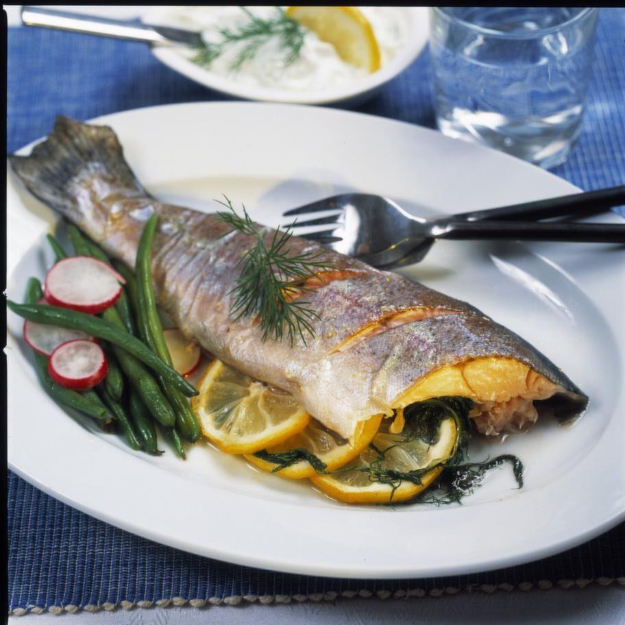 Citron<br>Serveringstips: Ät den som den är, gör en citronpaj eller ät en citronbit till exempelvis fisken.