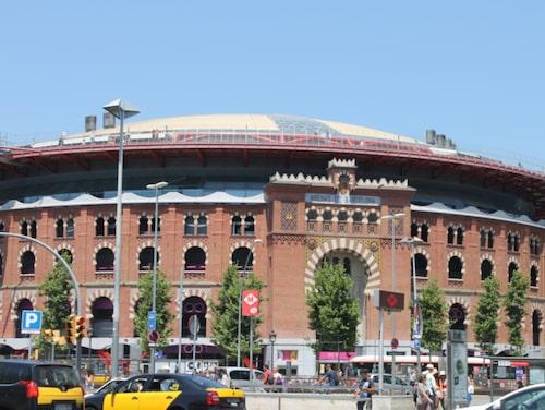 Barcelona Arenas är den gamla tjurfäktningsarenan som förvandlats till ett shoppingcentrum.
