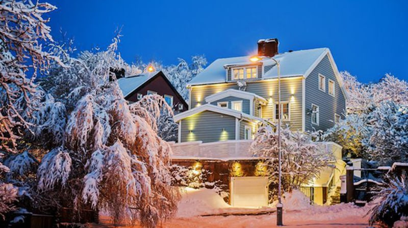 Knappt nio miljoner kostar det här huset. Då ingår nio rum om totalt 302 kvadratmeter.