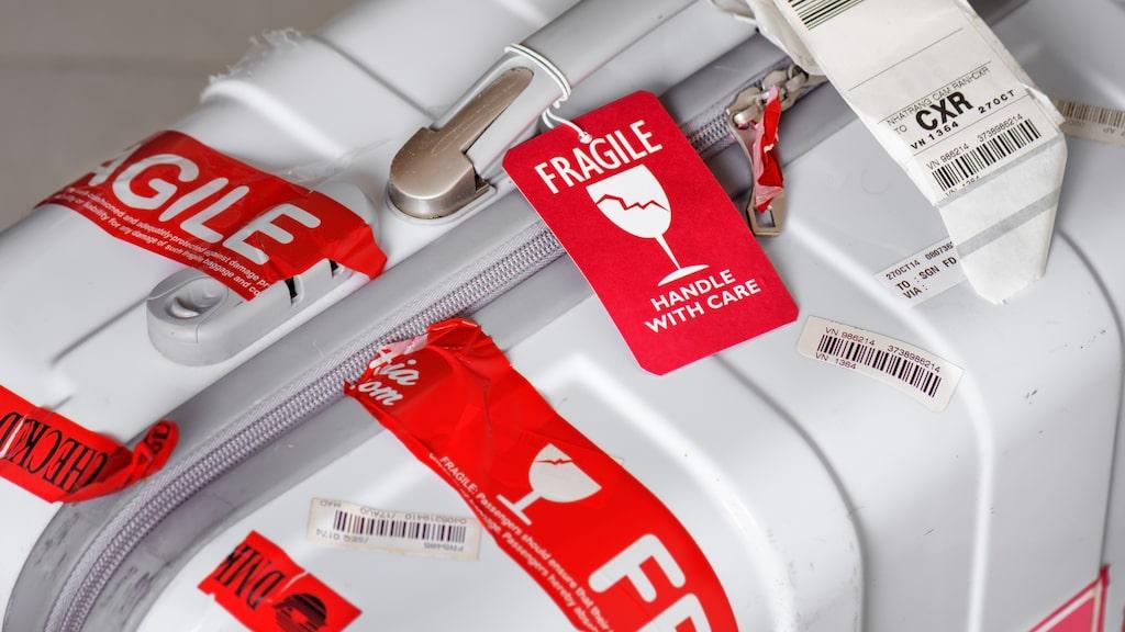 Ömtåligt bagage lastas ofta på planet sist – och hamnar på bagagebandet först.