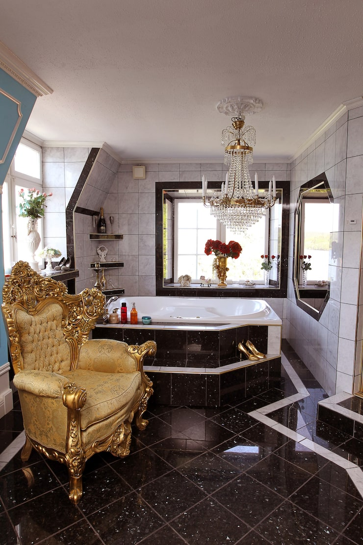 Badrum med bubbelpool i sovrummet.