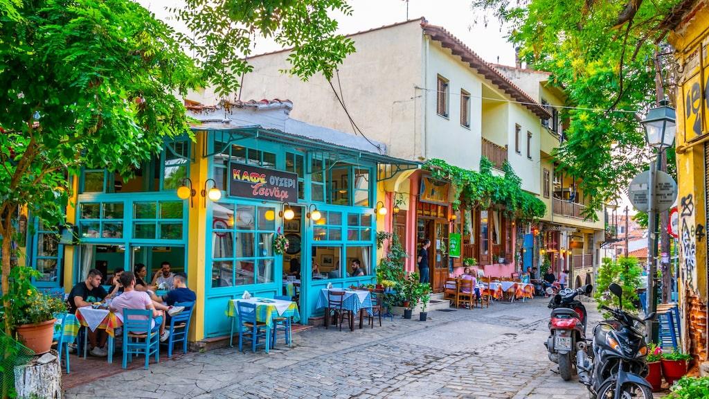 Mysiga tavernor i Thessaloniki old town.