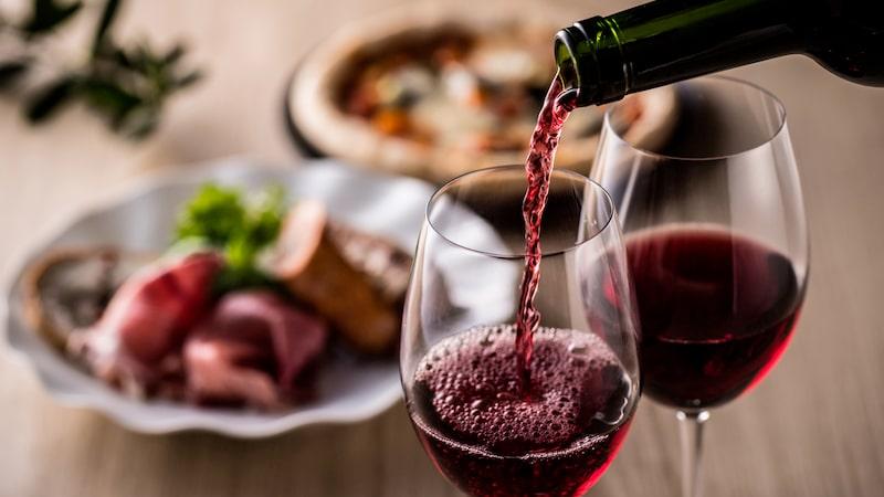 Smakupplevelsen förhöjs med italienska rödviner till maten.