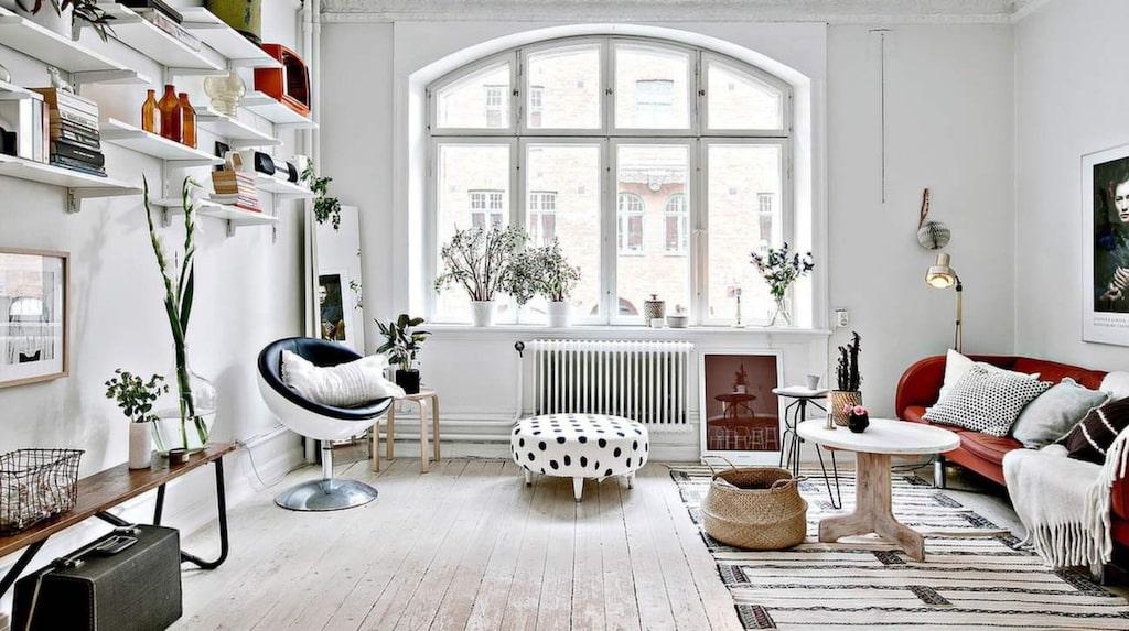 Två rum och kök i en sekelskifteslägenhet i Göteborg. Det är en av lägenheterna som just nu är de mest klickade på Hemnet.