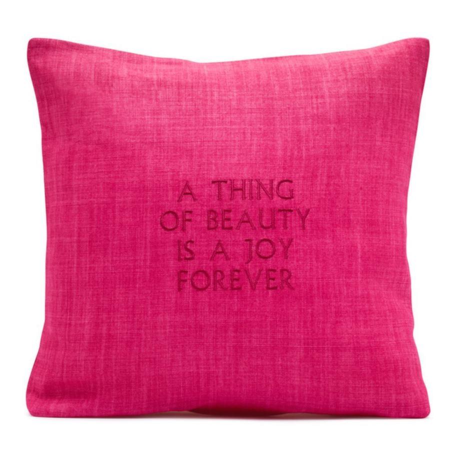 """""""A thing of beauty is a joy forever"""" står det på kudden, ett citat av poeten John Keats och en av Estrid Ericsons favoriter. Finns i flera färger, 1 550 kronor, Svenskt tenn."""