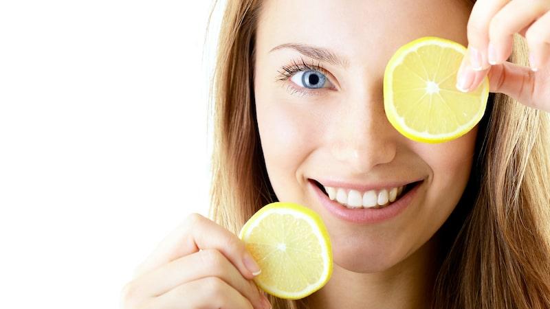 Älskar du också att städa med citroner? Hela 7 av 10 svenskar städar då och då med naturliga råvaror enligt en undersökning. Men nu varnar experterna för det...