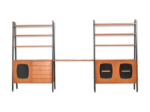 """TIDLÖS. Gillis Lundgren var en av Ikeas främst formgivare och låg även bakom den tvådelade hyllan """"Tema"""" i teak. Möblerade många svenska hem under 50/60-talet. Klubbad för 4 190 kronor."""