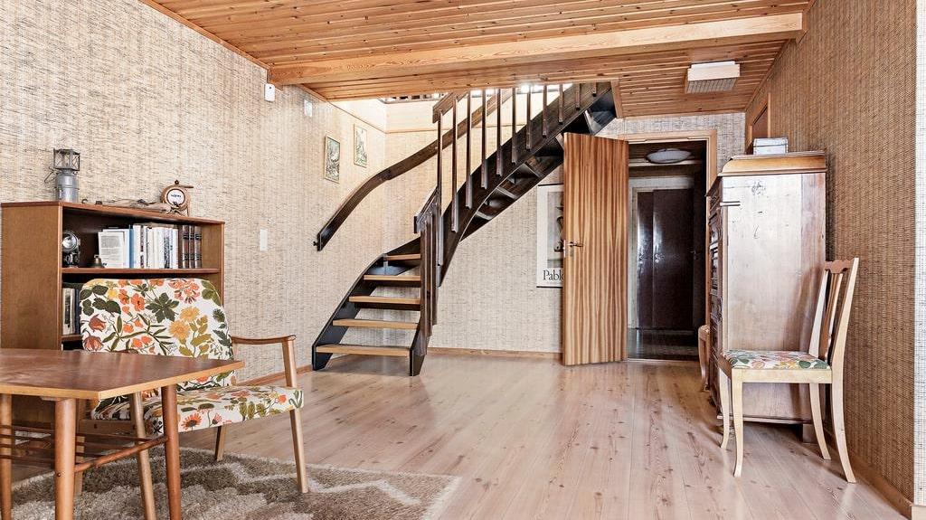 Husets insida bjuder på flera välbevarade detaljer.