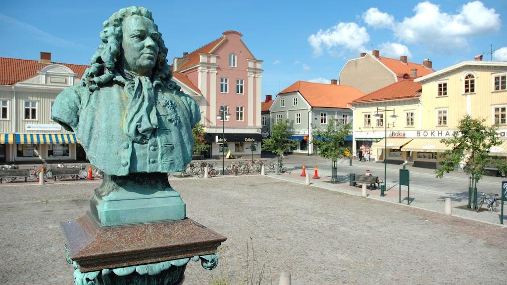 Bronsbysten på Alingsås torg är den av Jonas Alströmmer.