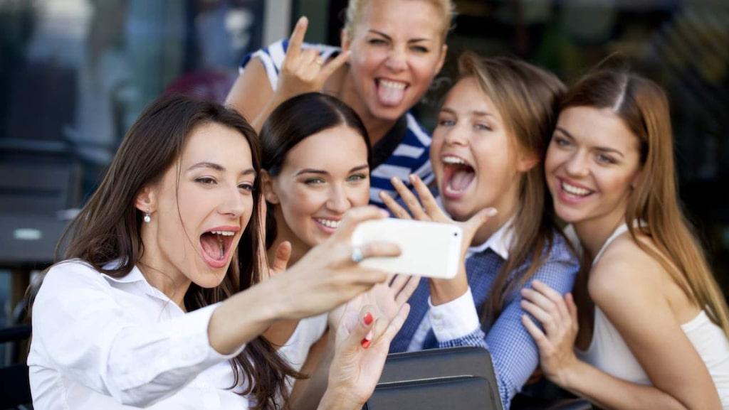 Vänner som får dig att skratta är en ovärderlig källa till välmående.