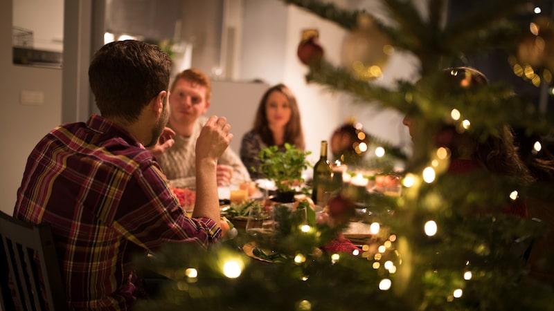 """Det är viktigt att komma ihåg att julen handlar om att umgås med människor man älskar, och inte att byta prylar med varandra, betonar de. """"Bland det finaste du kan ge en annan människa är ju faktiskt din tid samt fulla närvaro och uppmärksamhet!"""""""