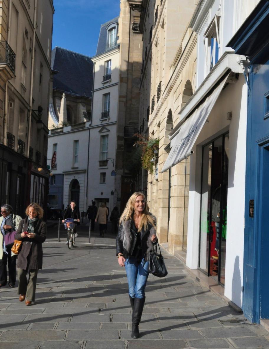 Linda Lindorff insuper den franska atmosfären.