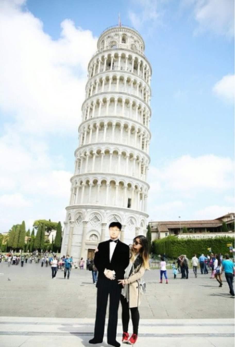 Jinna Yang tog med sig pappan till Lutande tornet i Pisa.