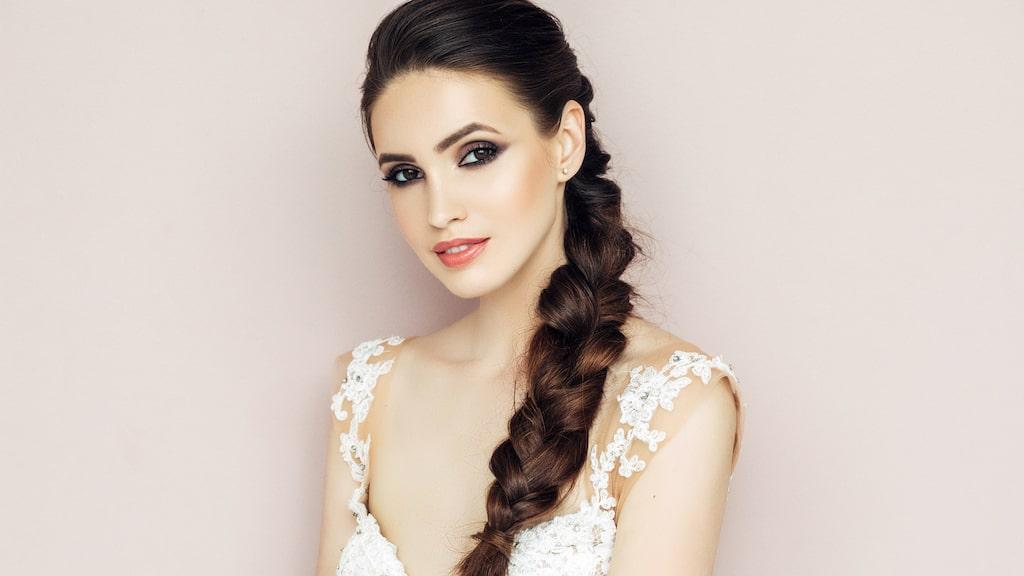 För den med långt hår passar en vacker fläta perfekt.
