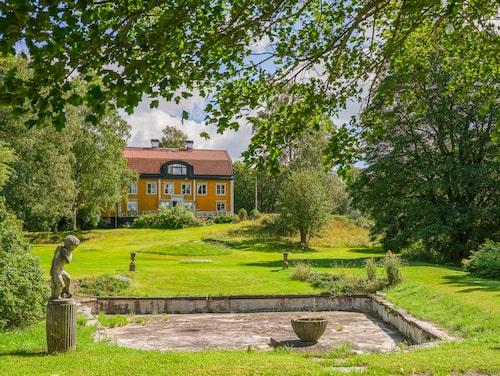 Vackra Älvsunda gård är till salu för 15,5 miljoner kronor.