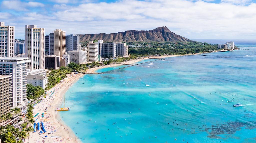 Waikiki Beach, en av de mest kända stränderna på Hawaii.