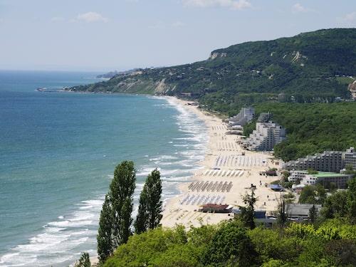 Albena är en lugnare badort på norra delen av kusten norr om Varna.