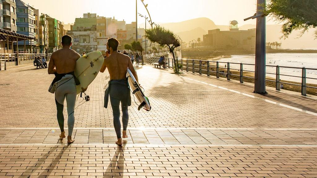 Guanarteme har en härlig mix av lokalbor och turister, varav många är surfare.