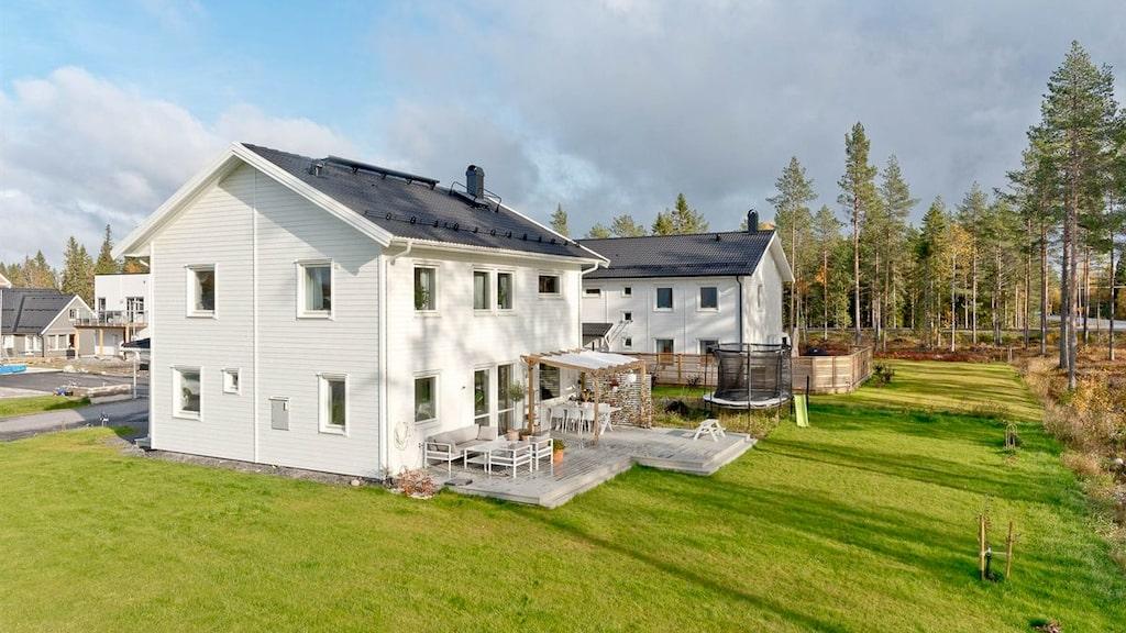 Influencen Gabriella Joss säljer sin sexrumsvilla i Umeå.
