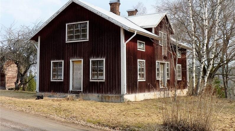 """""""Sista boende på denna gård flyttade på 50-talet. Efter det har tiden stått stilla"""", skriver mäklaren i bostadsannonsen."""