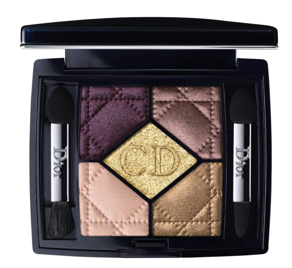 För dag och kväll. 5 couleurs eyeshadow, använd de två undre nyanserna för en lättare look och de tre övre för en mer sofistikerad kvällslook, 610 kronor, Dior, www.kicks.se